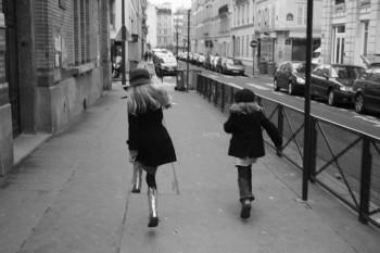 girls running in paris