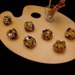 boulettes de chèvre et raisins secs et groseilles (goat cheese balls with raisins and currants)
