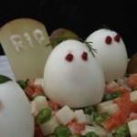 œufs fantômes à la macédoine de légumes (deviled ghost eggs with vegetables) (October 21, 2011)