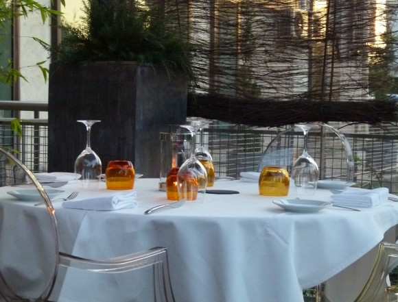 le vivier restaurant france  table setting