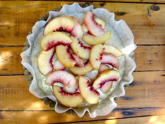 summer peaches in pie tin