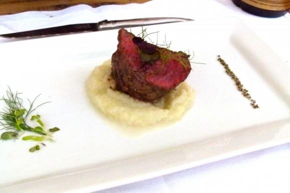 steak au poivre on plate
