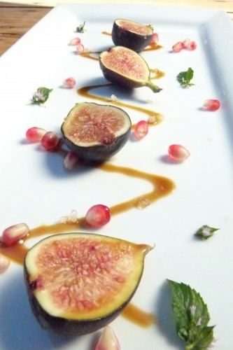 fresh autumn figs with balsamic caramel,  fleur de sel and pomegranate seeds