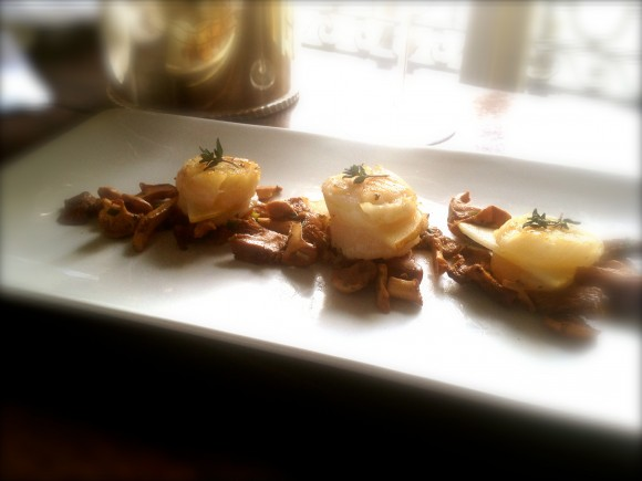 seared scallop macarons with chanterelles and thyme