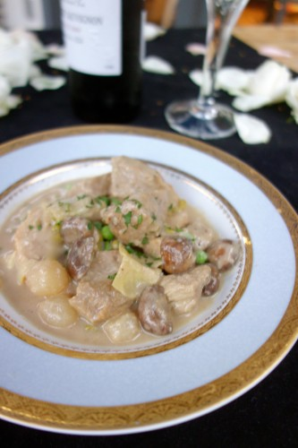 la blanquette de veau (veal stew in a white wine-crème fraîche sauce with mushrooms, pearl onions, and artichoke hearts served on garlic-rubbed toasted French bread